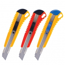 Нож универсальный 18 мм BRAUBERG, автофиксатор, цвет корпуса ассорти, + 2 лезвия, блистер, 230918